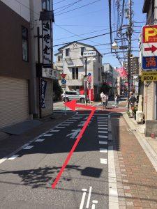 2つ目の十字路(240m程)を左に曲がります。