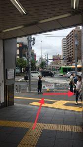 三ノ輪駅3番出口を出て右に行きます。
